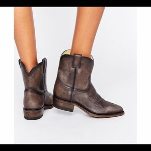 Frye Billy short bootie